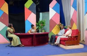 Televisiestudio Yaoendé, Tasha & Emilia op de bank