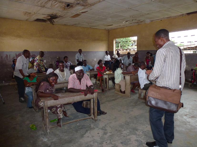 AH-Workshop in een huis voor gehandicapten in Douala, Kameroen, April 2011.