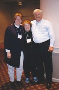 Linda Carusi Luger (midden) en echtgenoot